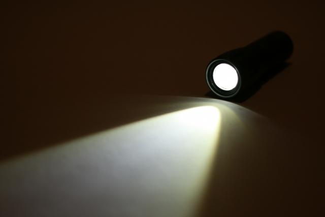 ポート内部のLEDは暗いところで大活躍